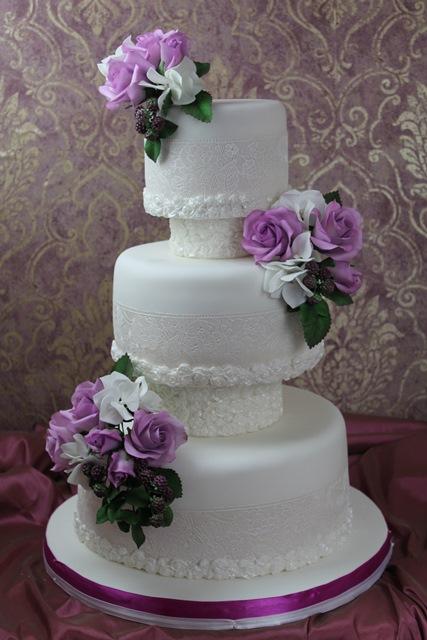 Weisse Cremeweisse Tortenkunst Dezente Weisse Hochzeitstorte