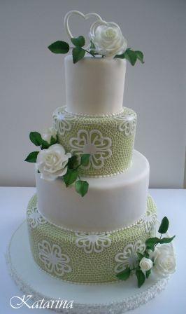 Grüne Tortenkunst : Blumig verzierte Torte mit Rosen