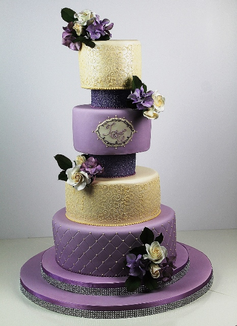 Dark Ivory Wedding Cakes